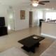 Wohnbereich mit Flatscreen-TV